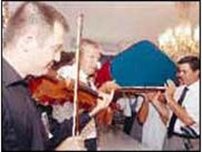 En sevdiği bestelerle uğurlandı